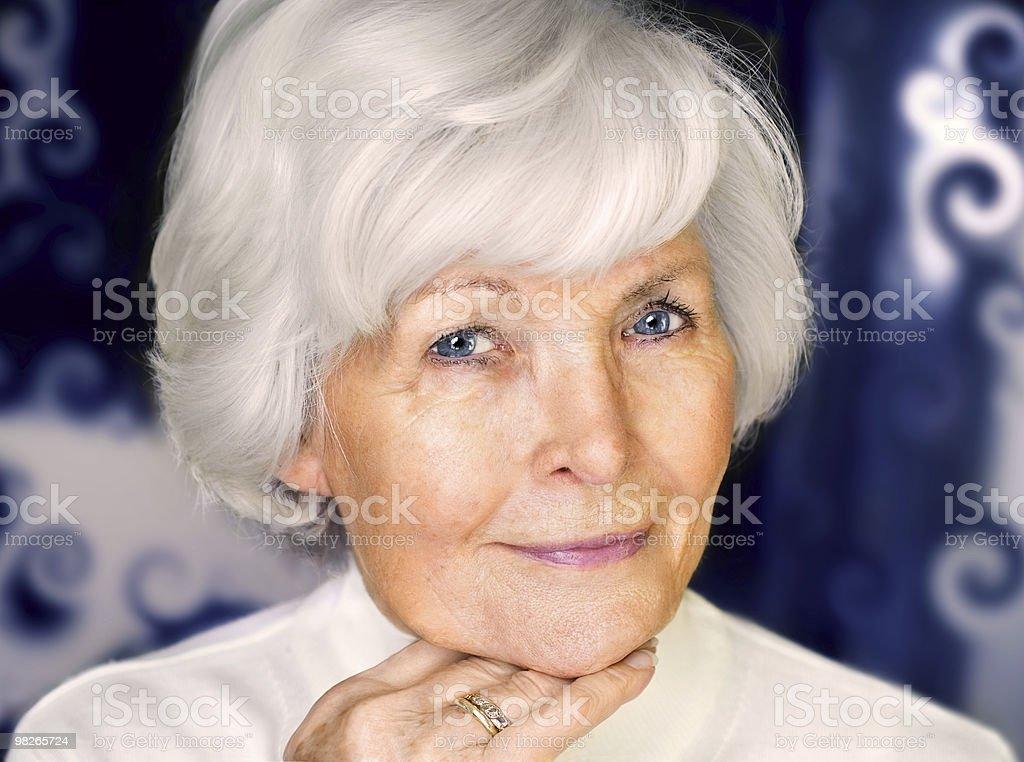 Ritratto di bella donna anziana foto stock royalty-free