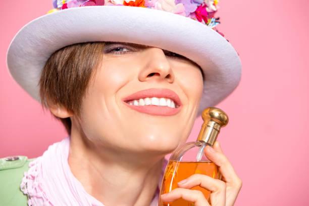 Beautiful sensual com perfume - foto de acervo
