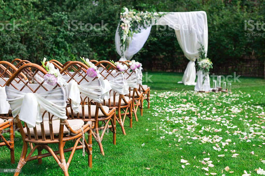 Beautiful setting for outdoors wedding ceremony – Foto