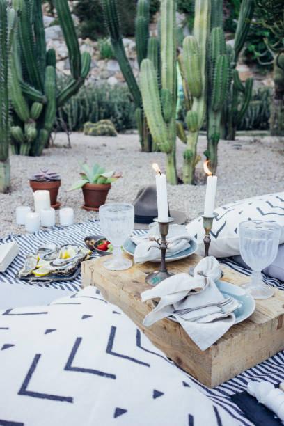 Beautiful setup picnic table – zdjęcie