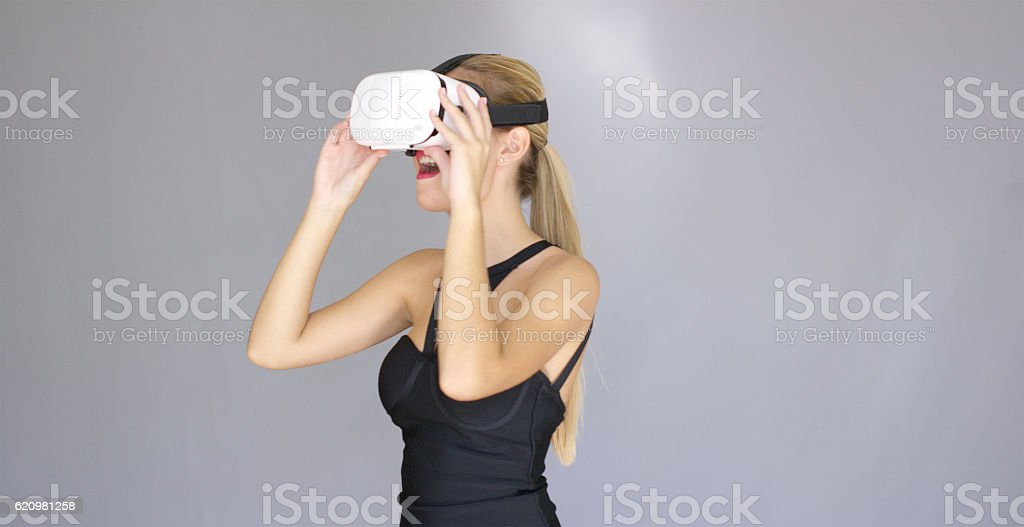 Beautiful sexy blond girl enjoys virtual reality glasses foto royalty-free
