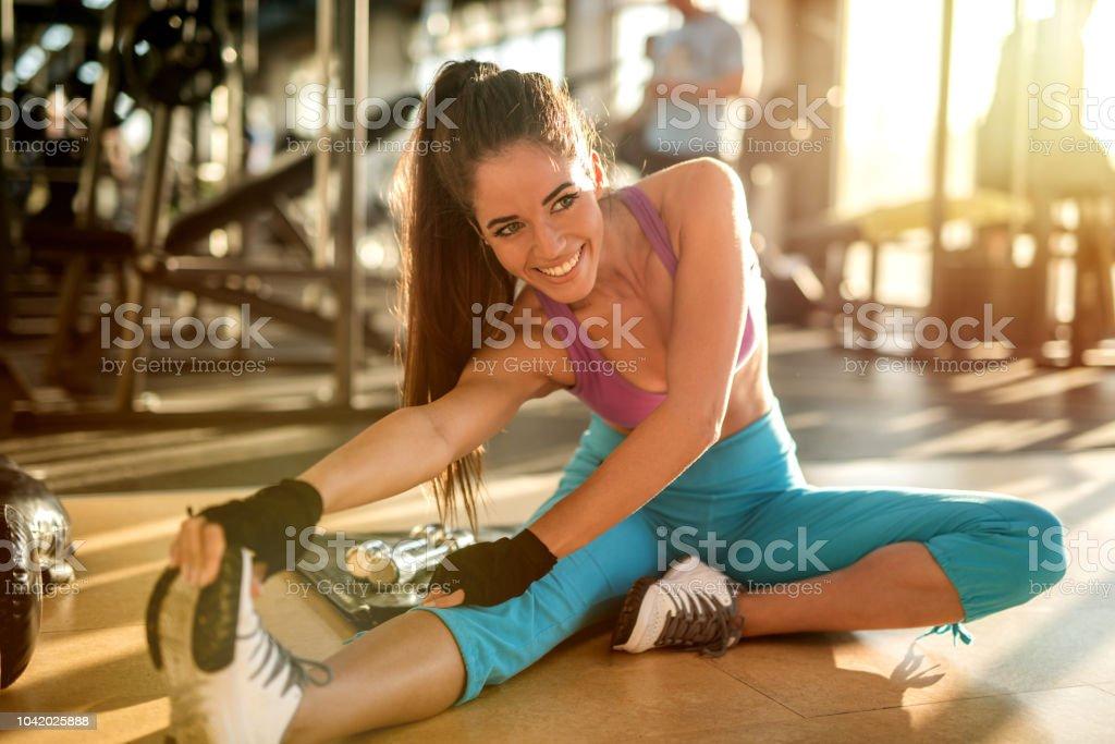 Hermosas Chicas Sexy De Forma Estirando Sus Músculos De Las