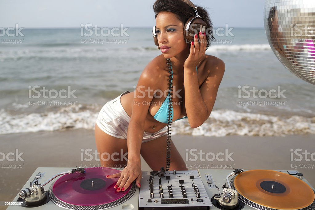 beautiful sexy woman dj at beach​​​ foto