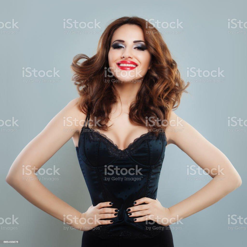 Schöne Sexy Frau Mit Langen Lockigen Frisur Lächelnde Modell Mit