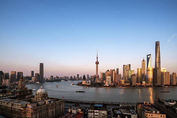 Schöne Shanghai Pudong-skyline in der Abenddämmerung – Foto