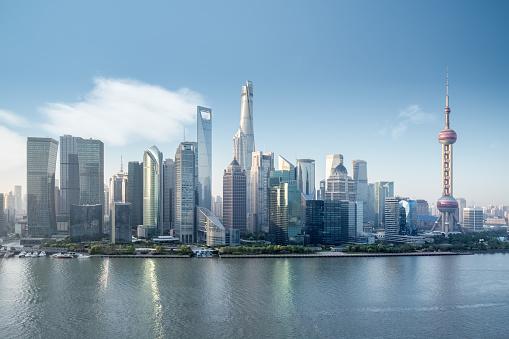 美しい上海の街並み - ウォーターフロントのストックフォトや画像を多数ご用意