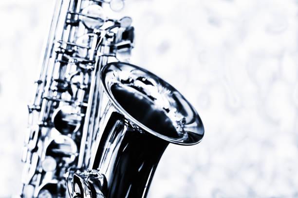 wunderschönes glänzendes altsaxophon - altsaxophon stock-fotos und bilder