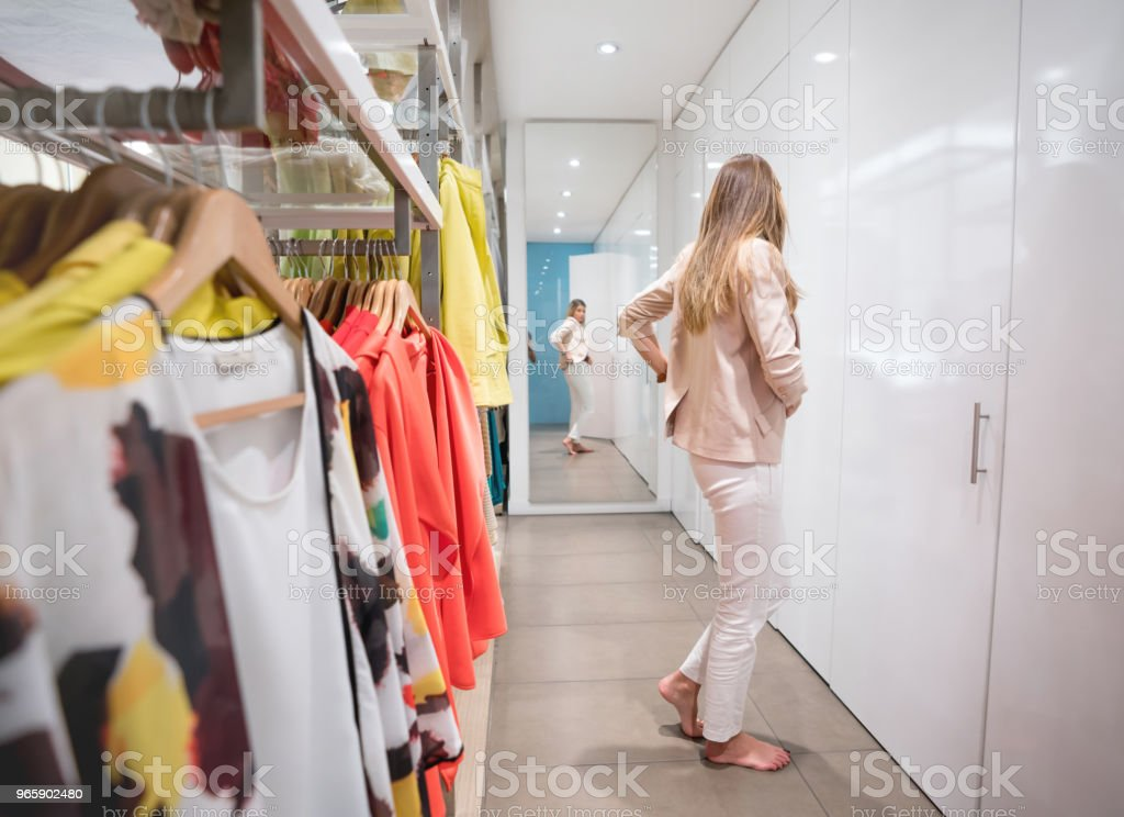 Beautiful shopping woman trying clothes in the dressing room - Royalty-free 20-29 Years Stock Photo