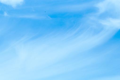 Mooie Hemel En Zwevende Wolken Stockfoto en meer beelden van Achtergrond - Thema