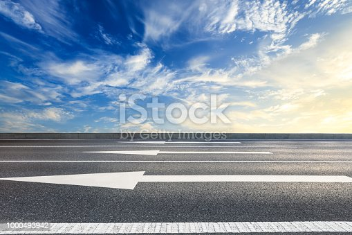 istock Beautiful sky cloud and asphalt road landscape 1000493942