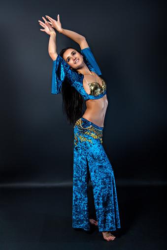 Eine Schöne Und Sexy Tänzerin