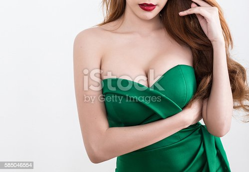 istock Beautiful slim woman body 585046554