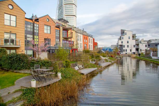 vackra små hus vid kanalen i malmö - malmö bildbanksfoton och bilder