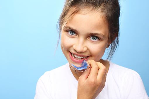 Schönen Lächeln Orthodontics Stockfoto und mehr Bilder von 2015