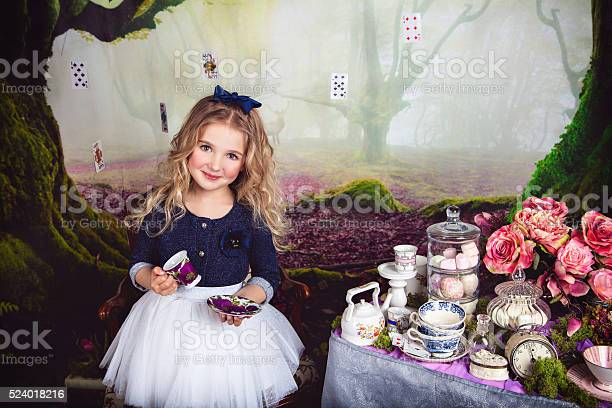 Beautiful smiling girl as alice in wonderland picture id524018216?b=1&k=6&m=524018216&s=612x612&h=vpydql8qxd6bcg6yvuagtf653tf8rpwzxvjhghpqiik=