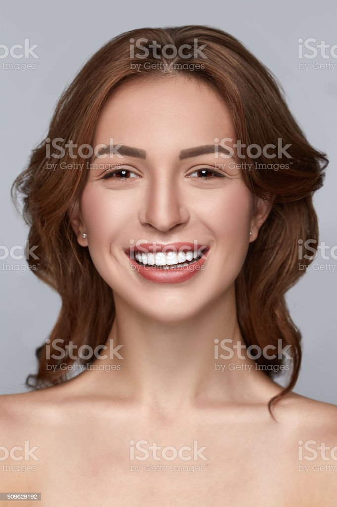 Beautiful Smiling Girl With Clean Skin Natural Makeup And White ... 7a173075e