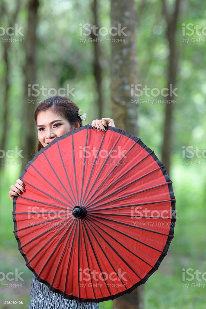 beautiful smiling girl young myanmar with red umbrella foto royalty-free
