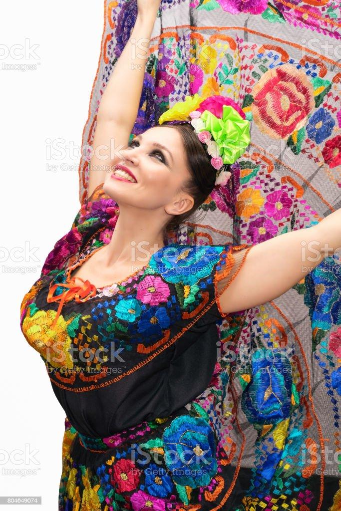68b4bee3a Hermosa Mujer Mexicana Sonriente En Vestido Mexicano Tradicional ...