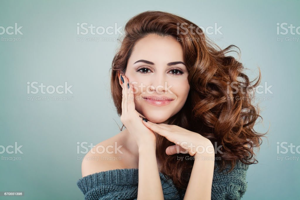 Beautiful Smiling Model Woman with Wavy Hairstyle. Cosmetology and Treatment Concept - foto stock