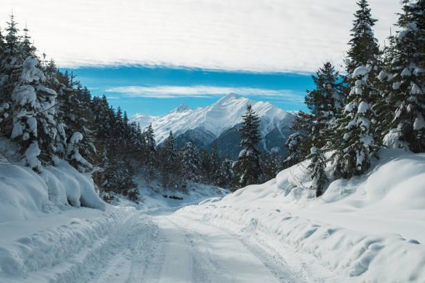 Beautiful snow mountains view picture id959498178?b=1&k=6&m=959498178&s=612x612&w=0&h=jwkr avbuurrgewmncezdtq5x 3a4c8anll14h9pits=