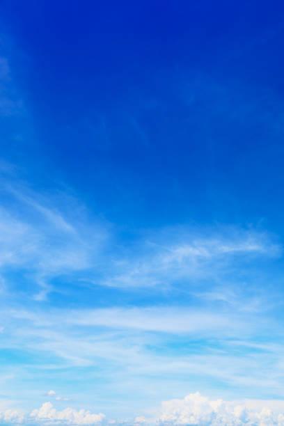 青空の背景やデザインの美しい柔らかい白い雲 ストックフォト