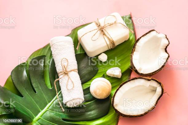 Beautiful spa composition with coconut on pink background picture id1042693190?b=1&k=6&m=1042693190&s=612x612&h=no6yamiuwkp3mi4vqzg5iudvejsphhciujbntniheum=