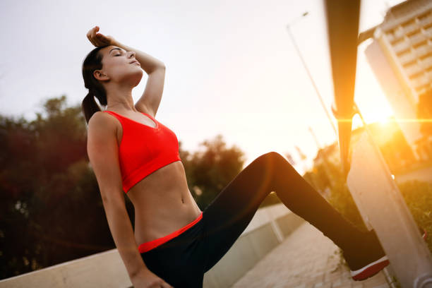 beautiful sporty  female jogger tired after running - gewicht schnell verlieren stock-fotos und bilder