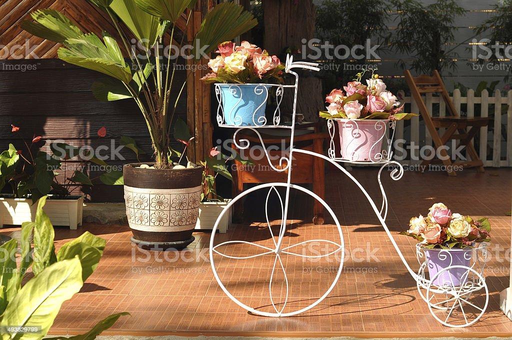 Красивые Весенние цветы в кофе магазин. стоковое фото
