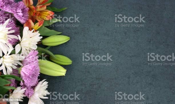 Beautiful spring flowers over blackboard background picture id928066178?b=1&k=6&m=928066178&s=612x612&h=djfi0319bfnv5erp78ryfe2zj xvxiebwiwmeenh6yy=