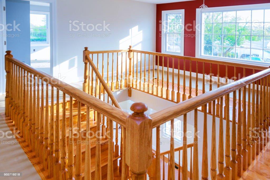 Schöne Treppe Und Wohnzimmer In New Luxury Home Stockfoto ...