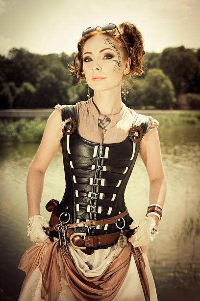 steampunk redhair frau mit schönen körper art auf ihr gesicht - damen rock braun stock-fotos und bilder
