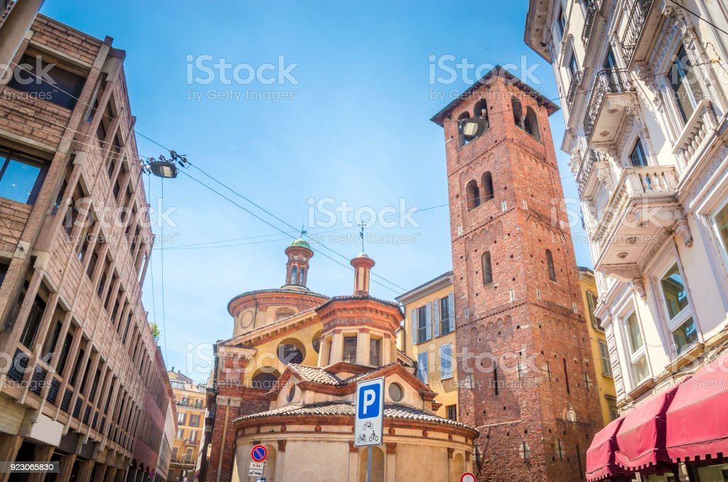 Beautiful street with ancient buildings in the center of Milan, Italy - foto stock