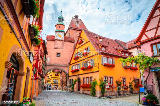 Mooie Straten In Rothenburg Ob Der Tauber Met Traditionele Duitse Huizen Beieren Duitsland Stockfoto en meer beelden van Antiek - Toestand