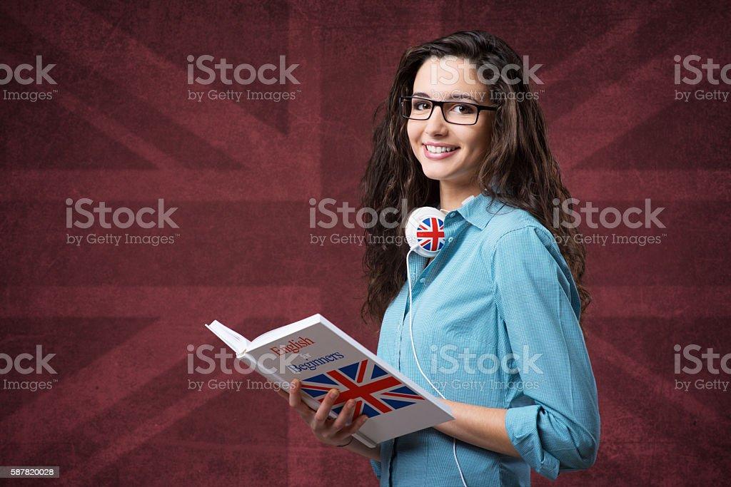 Belle fille posant avec ordinateur portable étudiant - Photo