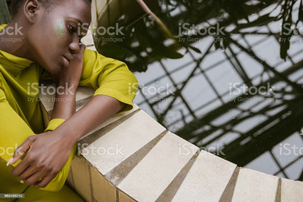 beautiful style african american model with glitter makeup posing near pool - Zbiór zdjęć royalty-free (Afro)