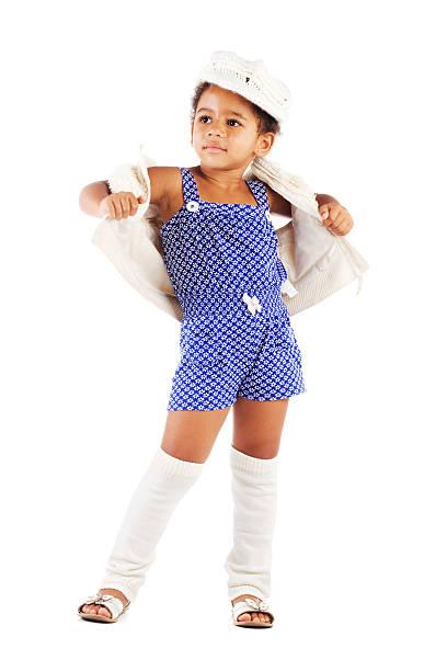 schöne stilvolle mädchen - kindermütze häkeln stock-fotos und bilder