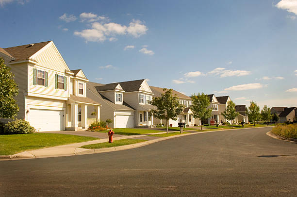 Beautiful Suburbia a suburban street full of houses in Minnesota residential district stock pictures, royalty-free photos & images