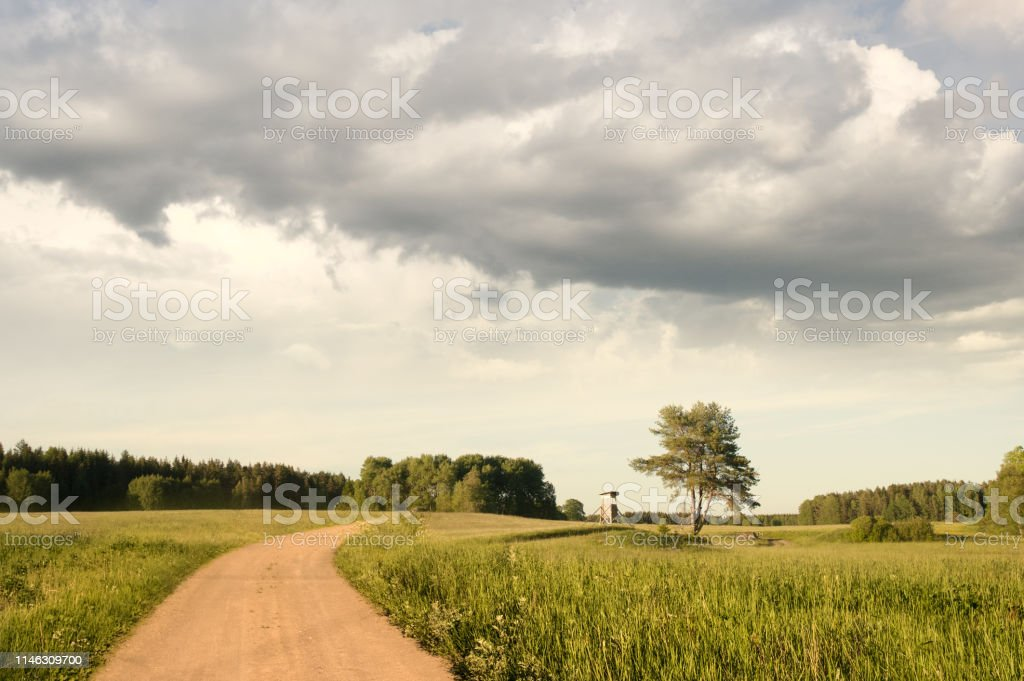 vackert sommar landskap i svensk natur med cloudscape - Royaltyfri Fotografi - Bild Bildbanksbilder