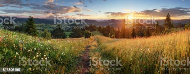 Beautiful summer panoramic landscape in mountains pieniny tatras picture id817306496?b=1&k=6&m=817306496&s=612x612&h=ig 1zmf96auiov9vnxppueo8nrpx6zziwuufpds97hu=