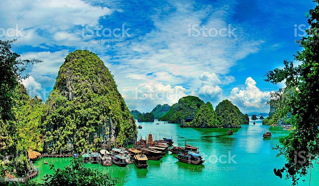 Hermoso paisaje marino en verano al golfo, Ha Long Bay, Vietnam - foto de stock