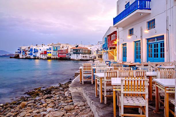 beau lever de soleil sur la petite venise, sur l'île de mykonos, grèce - grece photos et images de collection