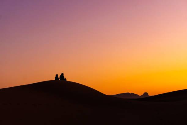 Schöner Sonnenaufgang in der Wüste – Foto