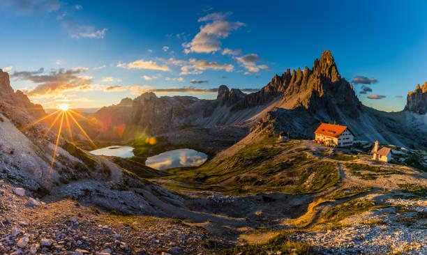beautiful sunrise in tre cime di lavaredo national park, dolomites, italy - dolomiti foto e immagini stock