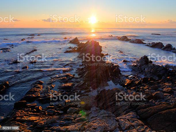 美しい日の出白亜紀堆積岩海岸線 - カラフルのストックフォトや画像を多数ご用意