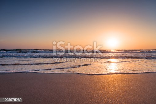 istock Beautiful sunrise over the sea 1005975232