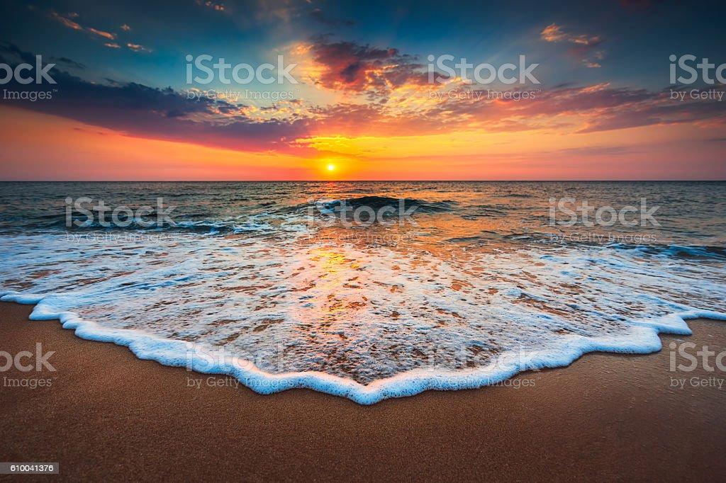 Wunderschönen Sonnenaufgang über dem Meer  Lizenzfreies stock-foto