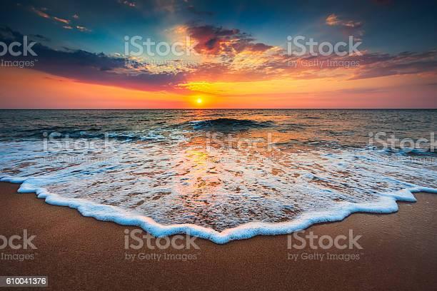 Beautiful sunrise over the sea picture id610041376?b=1&k=6&m=610041376&s=612x612&h=tkzjz4uqd01xrxk7nczw2pdd8ikm7uq5ptbqmgksgeq=