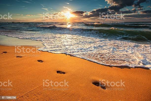 Beautiful sunrise over the sea picture id617386256?b=1&k=6&m=617386256&s=612x612&h=qf64i9uwf5njptymmi2tzsd21sig9iyiuxfpfrednxm=