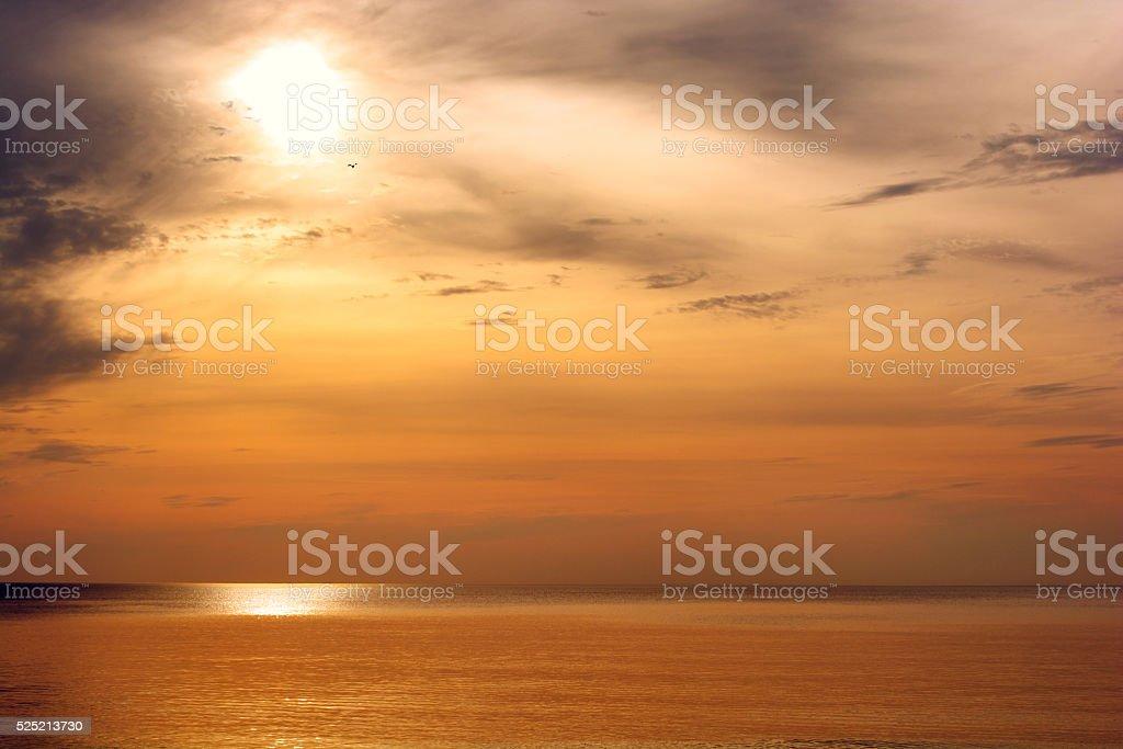 美しい夕暮れの海の上金海の夕日の風景 オレンジ色のストックフォトや画像を多数ご用意 Istock