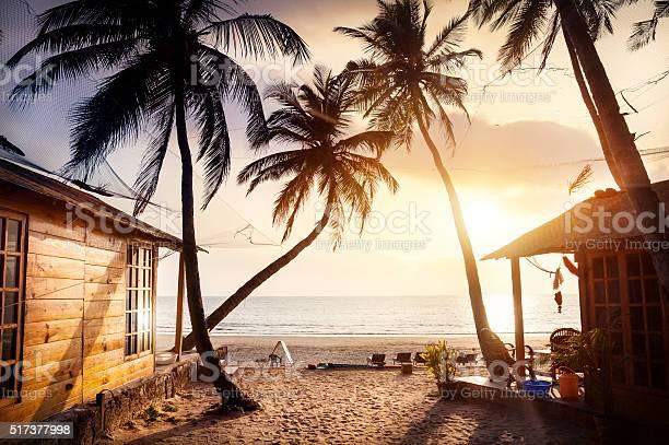 Beautiful sunset at tropical beach picture id517377998?b=1&k=6&m=517377998&s=612x612&h=zhnomjrqlctpn0pqw3xkytzlejz7ky nmurz1e8g4ss=